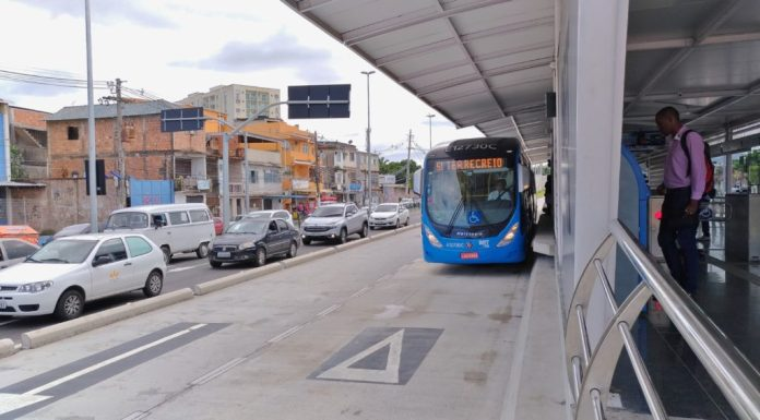 The presence of dedicated passing lanes at all stations allows the use of multiple services along the corridor and, consequently, decreases the travel time of users. The concrete pavement minimizes the need for periodic maintenance of the road and ensures a constant speed of the buses.