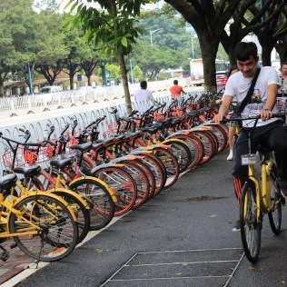 Guangzhou, which has had a successful station-based bikeshare system since 2010, was one of the first cities in China to embrace dockless. But the government allowed the system to grow too quickly; an estimated 700,000 bikes on city streets by May 2017 led to massive piles of abandoned dockless bikes and sidewalks blocked with unregulated bike parking. Taking action, the municipal government issued technical guidelines for parking bikes in the city and created a blueprint for standardizing dockless operators. The station-based system has also been adapted to compete with dockless, mobile payments enabled and integration with the city transit card.