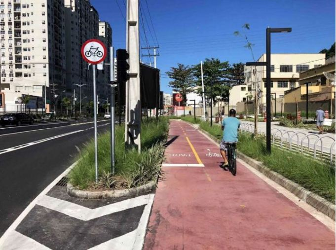 New footpaths to improve walking conditions and protect pedestrians in Niterói, Brasil.