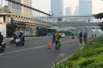 The temporary cycling lane was constructed with temporary interventions.