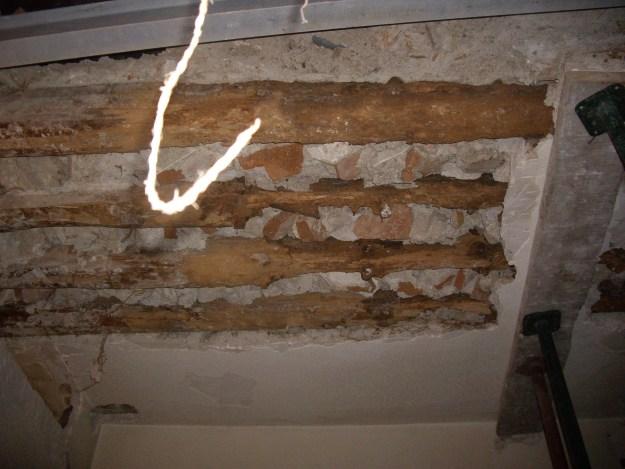 Daños en forjado de madera