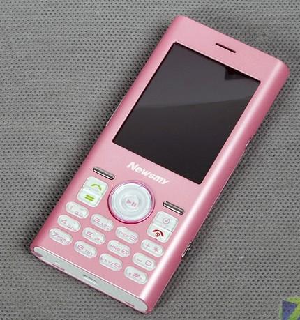 newsmy-m8-cellphone-looks-like-the-ipod-mini-2.jpg