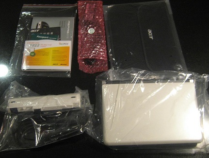 acer-aspire-one-d150-unboxed-3.jpg