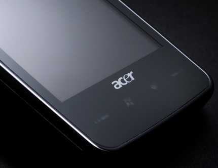 Acer Tempo F900 Smartphone with 3.8-inch touchscreen