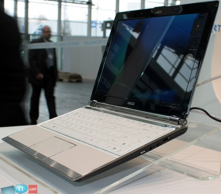 asus-eee-pc-s121-at-the-cebit-2009-2.jpg