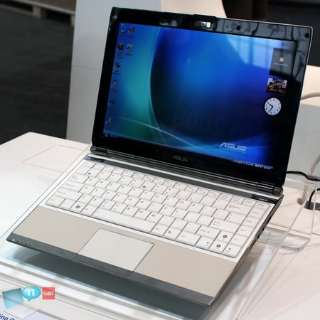 asus-eee-pc-s121-at-the-cebit-2009.jpg