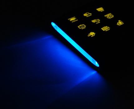 OCZ Sabre OLED Gaming Keyboard Blue LED sidelighting effect