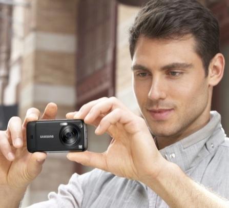 Samsung Pixon12 M8910 12 Megapixel Touchscreen Phone in use