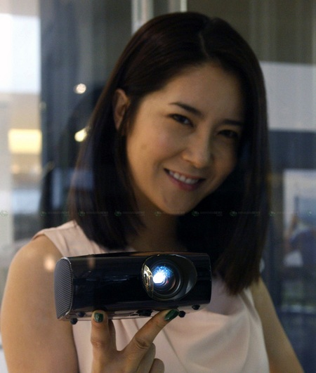 Samsung SP-P410M LED Pocket Projector on hand