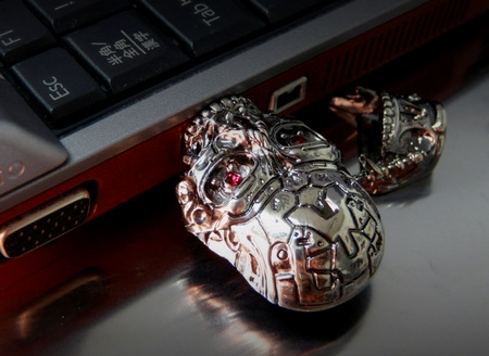 Solid Alliance Terminator 4 T-600 Skull USB Drive in use