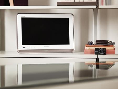Sony BRAVIA S57 19-inch LCD HDTV 1