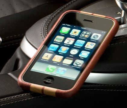 Miniot iWood cobra for iPhone 3G and 3GS