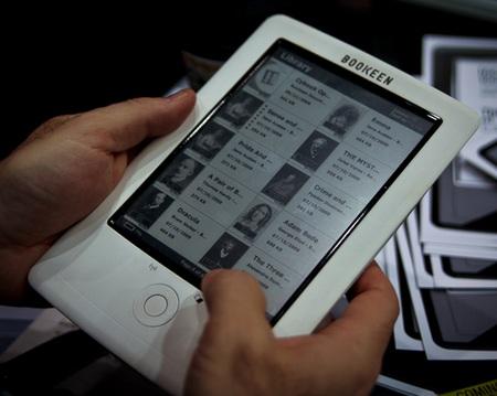 Bookeen Cybook Orizon e-book reader on hand
