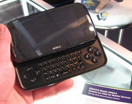 Moblic E7 WiMAX MID with Gaming Pad