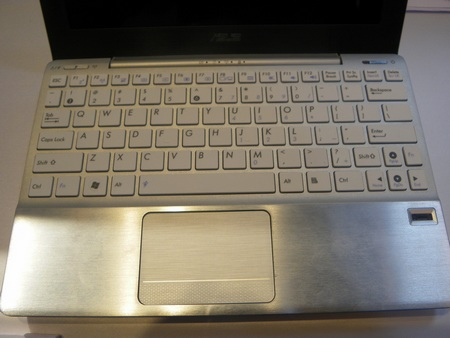 Asus Eee PC 1018P Hands-on keyboard