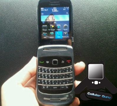 Blackberry 9670 Clamshell spotted with OS 6