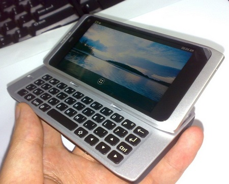Nokia N9 leaked on hand