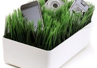 ThinkGeek Grassy Lawn Charging Station
