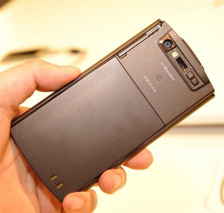 NTT DoCoMo NEC MEDIAS WP N-06C Ultra Slim Waterproof Android Smartphone hands-on back