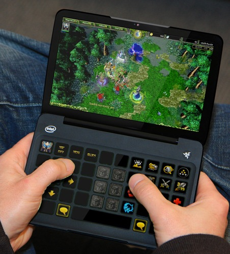 Razer Switchblade Concept Powered by Atom in use 1