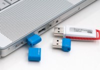 Kingston DataTraveler Micro Tiny USB Flash Drive in use