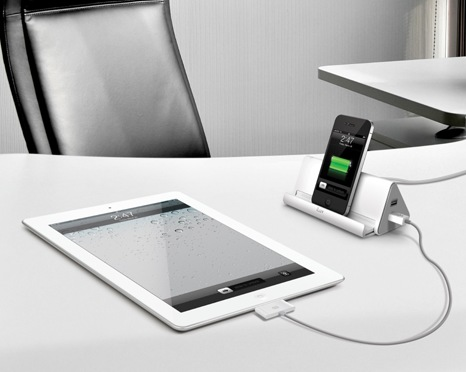 iLuv DreamTraveler iAD301 Portable Power Strip and Charger in use