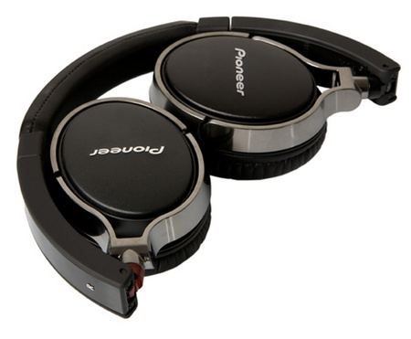 Pioneer SE-MJ591 Audiophile Headphones folded