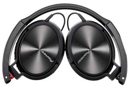 Pioneer SE-NC21M Noise-cancelling Headphones folded