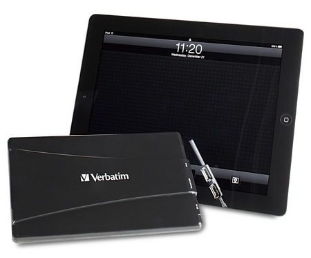 Verbatim Dual USB Power Pack 97926 portable charger in use