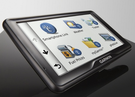 Garmin dezl 760LMT Truck Navigator with 7-inch Touchscreen angle 1