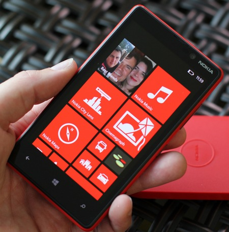 Nokia Lumia 820 Windows Phone 8 Smartphone live shot on hand