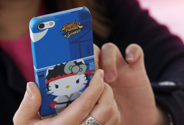 Mad Catz Street Fighter X Sanrio iPhone case Ryu Hello Kitty live