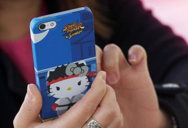 Mad Catz Street Fighter X Sanrio iPhone case Ryu Hello Kitty live