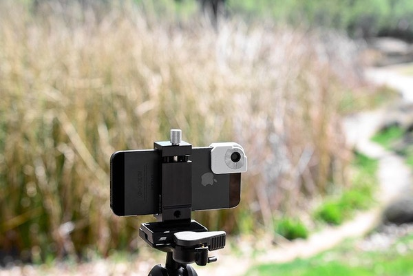 Trygger Polarizing Filter Clip for iPhone 5 in use tripod