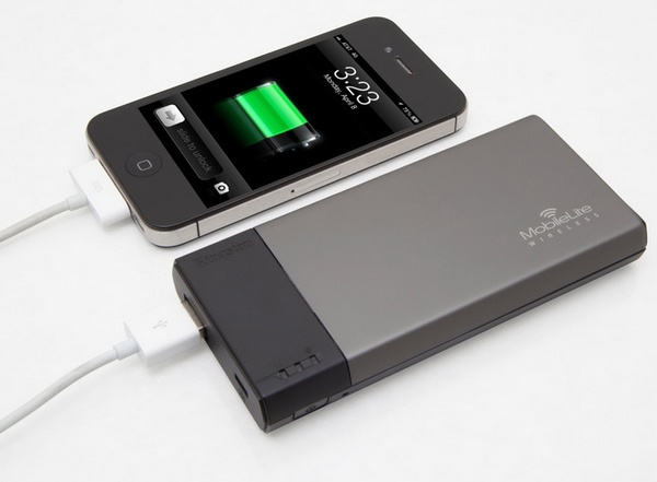 Kingston MobileLite Wireless Reader and Portable Charger for Mobile Devices charging