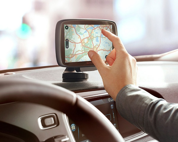 TomTom GO updated with 3D Maps and Lifetime Traffic pinch to zoom