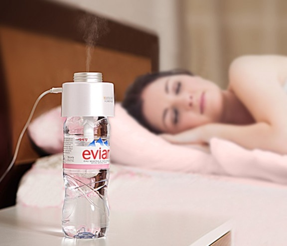Satechi USB Portable Humidifier Turns Water Bottle into Humidifier in use