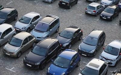Une voie d'accès peut être constituée d'un parking public