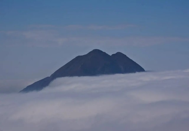 Sea of Clouds at Lantau Peak