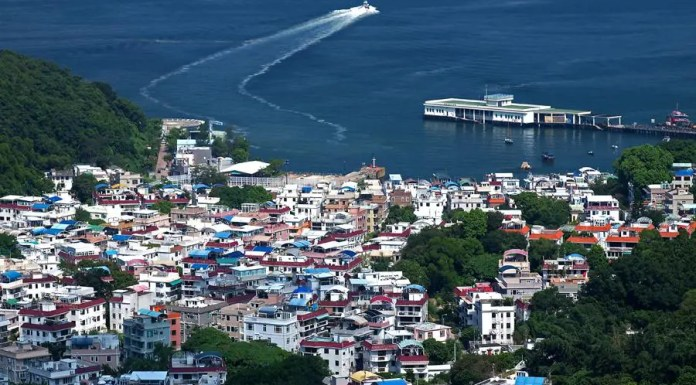 Yung Shue Wan at Lamma Island | 南丫島榕樹灣