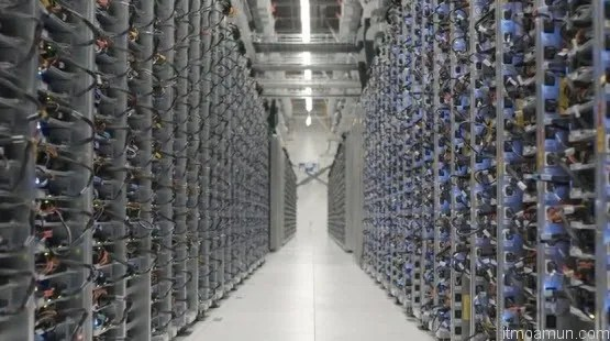 Google Data Center ที่ Lenoir, NC แสดง Server Floor Racks