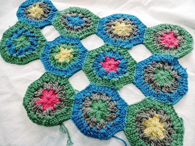 モチーフ編みのマット