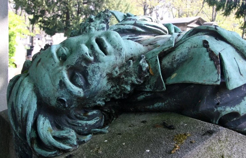Beautiful grave in the Montmartre cemetery