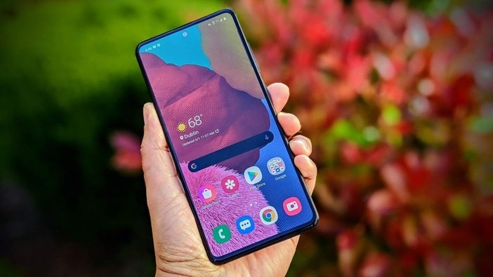 Наиболее популярный смартфон Samsung - вовсе не топ, а средняя модель Galaxy A51