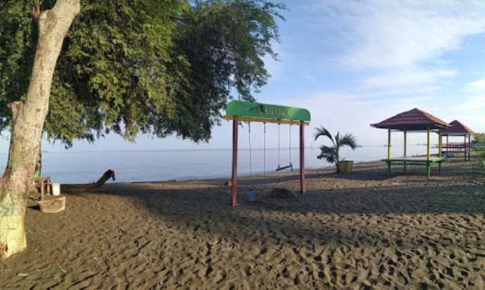 Fasilitas di Pantai Laguna Barru