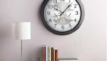 The Date Displaying Atomic Wall Clock