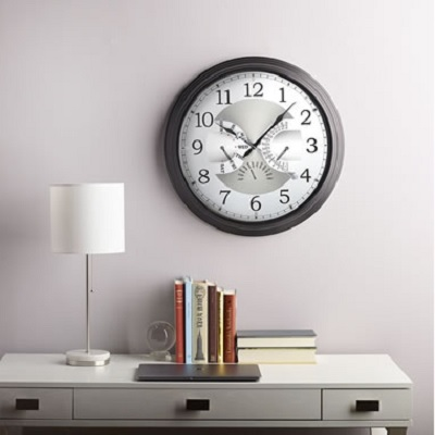 The Date Displaying Atomic Wall Clock