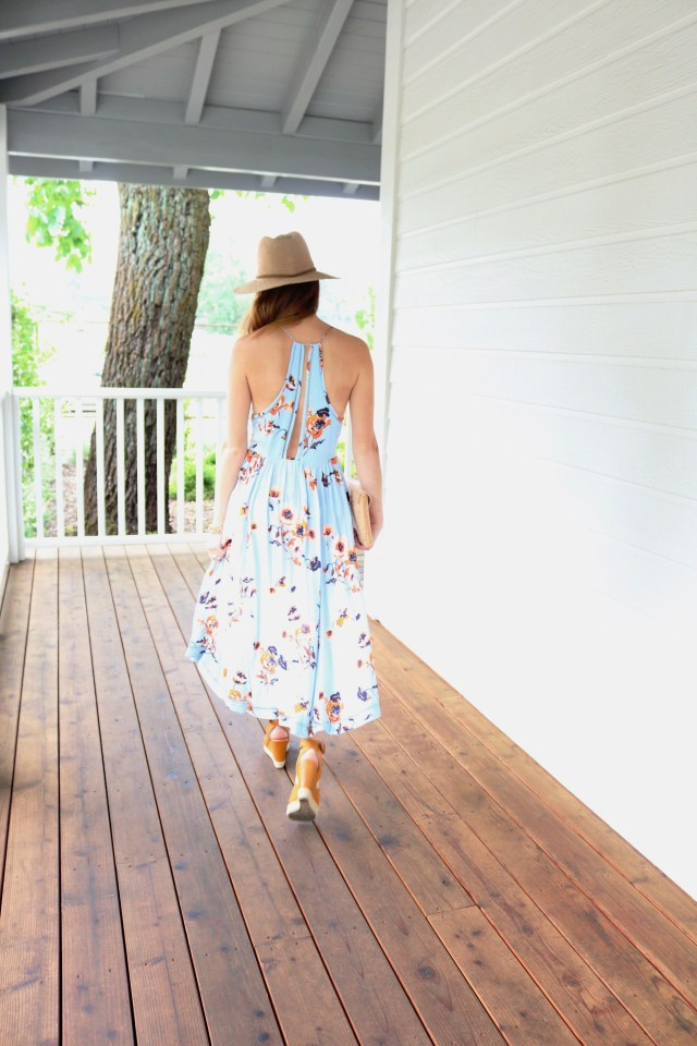 What to Wear Wine Tasting | Napa Style | Floral Dress + Cork accessories | It's All Chic To Me