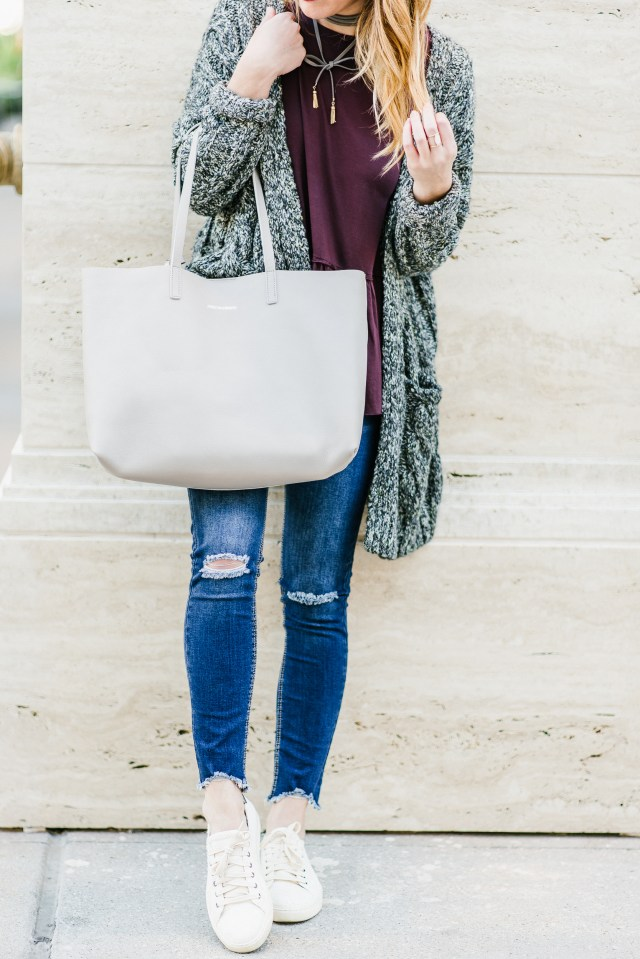 Casual and cute style: chunky sweater + distressed denim + sneakers