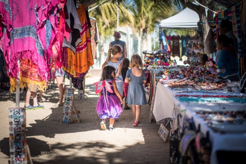 Kids at the Baja Beans market